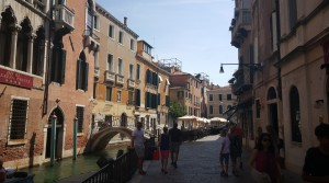 typische Gasse in Venedig